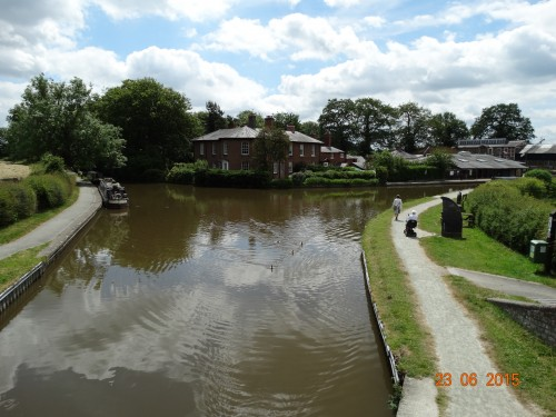 Entrance to the arm. The Llangollen canal bears to the right in this picture