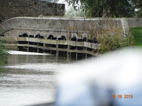 Aynho weir where the river chanel runs directly over the canal.