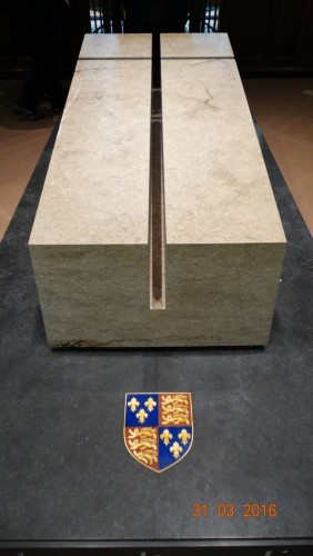 Richards tomb made from Swaledale fossil stone, sitting on Irish black granite. The coat of arms is made from semi-precious stones.