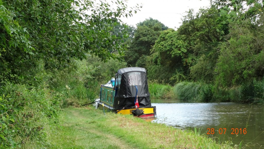 Our quiet mooring on the edge of Wilmcote
